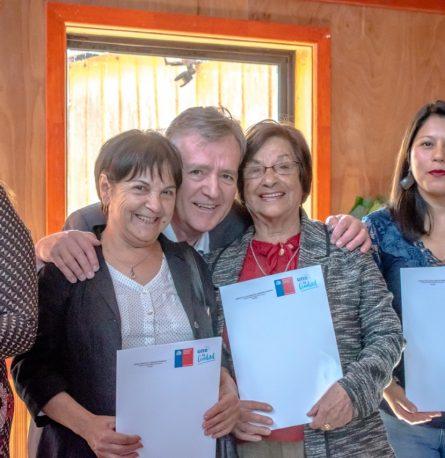 Alcalde Claus Lindemann entregó subsidios de viviendas a familias de nuestra comuna