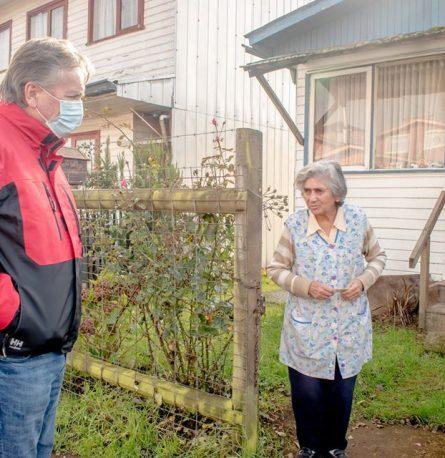 Alcalde entrega cajas de Alimentos para Chile a familias de Población Luis Niklitschek